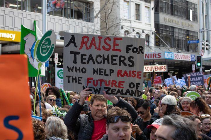 【紐国人文】新西兰的老师想要增加收入,怎么办?